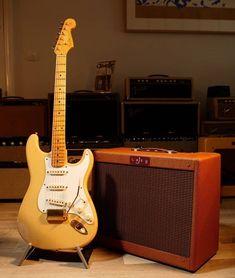 Do you like the Fender Custom shops? 👉@vintageguitarnerds 📷@atbguitars . . #vintagefender #vintagegibson #gibsonguitar #fenderguitar #vintagestratocaster #stratocaster #sunburststratocaster #burst #vintagelespaul #1958burst #lespaul #vintageelectricguitar #vintagegibsonguitar #hendrix #r9lespaul #r8lespaul #rock #vintageguitars #guitar #ericclapton #fender #jeffbeck #slash #chicagomusicexchange #garymoore #petergreen #mapleboard #singlecoil #vintagefender #vintageelectric Electric Guitar And Amp, Vintage Electric Guitars, Vintage Guitars, Fender Stratocaster, Vintage Les Paul, Jeff Beck, Fender Custom Shop, Eric Clapton, Bass
