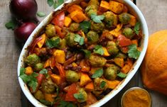 KAROLA'S KITCHEN *  SHINY HAPPY SPRUITJES - oven roasted Brussels sprouts, butternut squash, red onions, tomatoes, kidneybeans, tumeric and ketchup (vegan)