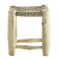 On craque pour ce petit tabouret en bois avec assise tressée en feuille de palmier. Ce tabouret d'appoint  apportera un côté nature et s'adapte dans toutes les pièces de la maison, que ce soit une entrée, un salon, une chambre. Un tabouret tendance! L 30 x P 30 x H 30 cm  25.05€ L 60 x P 30 x H 30 cm  45.05€ http://www.decoration.com/tabouret-bois-assise-tressee,fr,4,DECOC16757.cfm