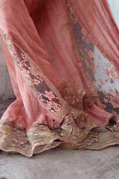 Beautiful, Vintage Victorian Lace~❥, via Karen Lewis Higgins Antique Lace, Vintage Lace, Victorian Lace, Vintage Pink, Vintage Outfits, Vintage Fashion, Vintage Beauty, Paisley, Shabby Chic