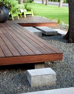 Deck edge Modern Porch Design Ideas, Pictures, Remodel, and Decor - page 5 Modern Porch, Modern Deck, Building A Patio, Deck Steps, Floating Deck, House With Porch, House 2, Sell House, House Roof
