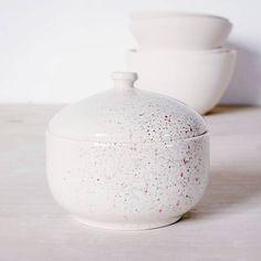 Otra de mis preferidas que ya está con su nueva dueña 😍 . . . #azucarera #coffee #tea #picoftheday #livecreatively #designisinthedetails #handmade #madebyhand #buyhandmade #shopsmallbusiness #handmadelove #shophandmade #homestyle #decoration #interiorstyling #interiordecor #sugar #potter #pottery #pot #ceramica #shop #tienda #gift #buy #design #home