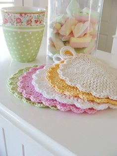 Pot Holder Crochet Pattern. (translated from German) but if you want a laugh read the translation.  The pattern is pretty unintelligible Crochet Kitchen, Crochet Home, Knit Or Crochet, Crochet Baby, Crochet Potholder Patterns, Crochet Dishcloths, Crochet Doilies, Knitting Patterns, Cloth Patterns
