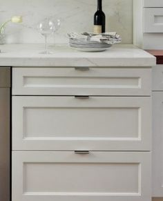 *** Love the shaker cabinets with flat edge pulls Kitchen Drawer Pulls, Cabinet And Drawer Pulls, Kitchen Cabinet Hardware, Drawer Hardware, Kitchen Handles, Hardware Pulls, Drawer Handles, Scandinavian Kitchen Cabinets, White Shaker Kitchen Cabinets