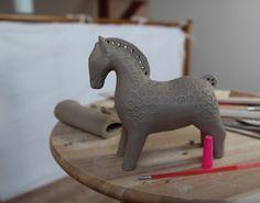 Jak zrobić ceramicznego konika. Ceramiczny konik. How to make a ceramic horse. Ceramic horse. Slavic horse. Pottery horse