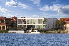 Wohnhaus aus Aluminium und Stahl http://ift.tt/2cZo0Tb
