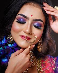 Beauty Art, Beauty Women, Bengali Bridal Makeup, Bengali Bride, Indian Look, Bindi, Married Woman, Traditional Looks, Bridal Looks