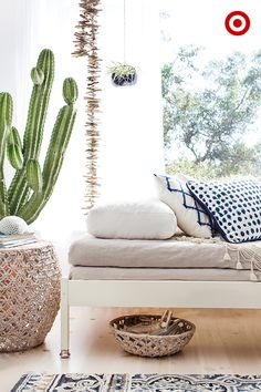 Build a DIY daybed for your sunroom or living room to create the perfect place for reading, relaxing and the occasional summer nap. It also makes for a great guest bed in a pinch. To get the look, lay (Diy Pillows Mattress) Diy Pillows, Decorative Pillows, Diy Daybed, Beach House Bedroom, Simple Bed, Guest Bed, White Decor, Room Decor, Modern Traditional