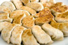 Chinese dumplings/potstickers (aka gyoza in Japanese) Chinese Dumplings, Shrimp Dumplings, Fried Dumplings, Dumpling Recipe, Dumpling Filling, Homemade Dumplings, Dim Sum, Quesadillas, Empanadas