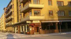 Funkis- hus med nygammalt namn på restaurangen. Uppsala, Sweden, Mansions, House Styles, Beautiful, Home Decor, Decoration Home, Room Decor, Villas