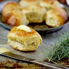 Slow Cooker Rosemary Dinner Rolls. http://www.rewards4mom.com/top-slow-cooker-recipes/