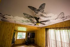 Cozy living room in the cottage. Butterflies flying just above your head! Made by Laqfoil Stretch Ceilings. Cozy Living Rooms, Cottage Living, Butterflies Flying, Ceiling Design, Ceilings, Ceiling Fan, Stretches, Facebook Photos, Design Kitchen