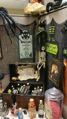 Halloween cubicle                                                       …
