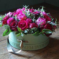 15 new ideas flowers bouquet gift floral arrangements hat boxes Amazing Flowers, Beautiful Roses, My Flower, Fresh Flowers, Beautiful Flowers, Pretty Roses, Deco Floral, Arte Floral, Box Roses