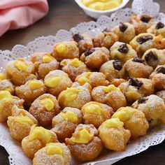 The cream carnival bowls are ready to be served, try them too! Recipe similar to cream puffs, only these are fried. East Dessert Recipes, Bakery Recipes, Easy Desserts, Breakfast Recipes, Ramadan Desserts, Fast Easy Dinner, Fast Dinner Recipes, Bolacha Cookies, Breakfast Platter