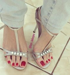 Stunning red toes