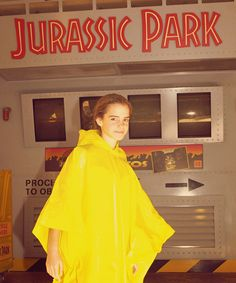Hermione on the Jurassic Park ride Harry Potter Girl, Harry Potter Draco Malfoy, Harry Potter Characters, Harry Potter Hogwarts, Hermione Granger, Emma Watson Quotes, Actors Funny, Harry Potter Christmas Tree, Harry Potter Pictures