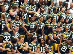 2010 season's funny team pic...couldn't stop giggling...the more you look... Packers Baby, Go Packers, Green Bay Packers Fans, Packers Football, Greenbay Packers, Packers Funny, Football Baby, Pro Football Teams, Football Pics