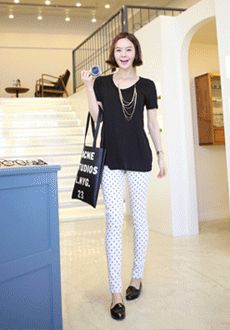 Today's Hot Pick :Polka Dot Tapered Pants http://fashionstylep.com/SFSELFAA0012979/min3111enn/out Experiment your style with this polka dot patterned pant, it has a tapered leg fit that can make your legs look slim. You can wear this with your plain and simple tops and finish off with whatever shoes you like to wear. Feel free to style your own clothes and stand out.