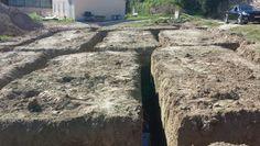 Approfondissement des fouilles après étude de sol, puis coulage de gros béton afin de constitué un fond de fouille de qualité pour couler les fondations de 0,50 M de profondeur avec un béton dosé à 350 kg