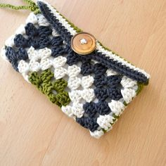 $5 for the pattern but i'll bet you I can make it up. Cute little wristlet I'll use for business cards