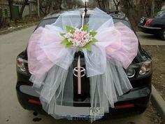 Dashing Huge Ribbon as Wedding Car Decoration - Dashing Unusual . Chic Wedding, Dream Wedding, Wedding Day, Just Married Car, Bridal Car, Wedding Car Decorations, Preparing For Marriage, Wedding Transportation, Wedding Designs