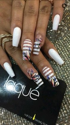 Laqué Nail white striped with flowers on coffin nails Fabulous Nails, Gorgeous Nails, Pretty Nails, Striped Nails, White Nails, White Coffin Nails, Nails Polish, Gel Nails, Dope Nails
