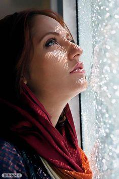 Girl looking at rain through window glass sadly Iranian Beauty, Iranian Women, Iranian Actors, Beautiful Hijab, Beautiful Girl Image, Gorgeous Women, Beauty Full Girl, Beauty Women, Persian Beauties