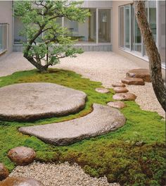 zen garden DK - Garden Design 2009 Dorling Kindersley Limited Gravel and Stones In this contemporary courtyard, carefully chosen rocks and stones form a sculptural route across gravel and moss. The vertical lines of the trees offer a balancing contrast. Garden Ideas Uk, Garden Inspiration, Garden Boxes, Modern Garden Design, Landscape Design, Asian Landscape, Feng Shui Garden Design, Simple Garden Designs, Modern Japanese Garden