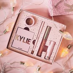Want to know more follow me Kylie Makeup, Jenner Makeup, Cosmetic Kit, Cosmetic Design, Kylie Cosmetics Holiday Collection, Lip Bars, Makeup Pallets, Rave Makeup, Huda Beauty Makeup
