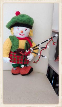 Nach einer Vorlage von Jean Greenhowe Easy Knitting Patterns, Free Knitting, Jean Greenhowe, Christmas Stockings, Christmas Ornaments, Knitted Dolls, Elf, Toys, Holiday Decor
