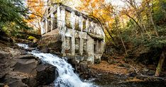 You Can Explore This Abandoned Ruin Near Toronto That Was Once A Mad Scientist's Workshop - Parc de la Gatineau Weekend Trips, Day Trips, Places To Travel, Places To See, Travel Local, Ontario Travel, Toronto Travel, Canadian Travel, Lake Water