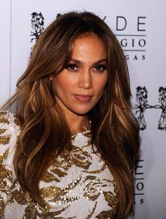 Brown hair with highlights. Jennifer Lopez