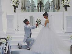 片膝をついて、跪いて♡前撮りフォトで絶対に撮りたい『プロポーズショット』のアイデアまとめ*   marry[マリー]