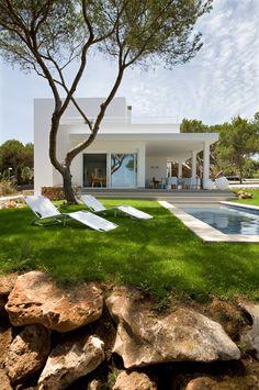 eclectic-seaside-house-design-2.jpg