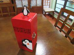 Caixa de chá, mini geladeira em mdf, projeto Cris Nagy, pintada a mão.