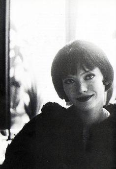 Anna Karina on the set of Vivre Sa Vie (1962, dir. Jean-Luc Godard). (Via)