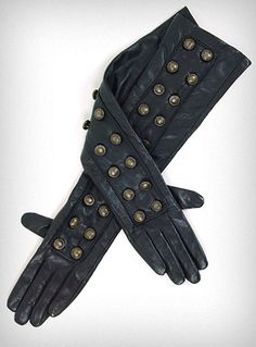 I'm too sexy for my gloves! OK you can't really claim that with these, but they're perfect for the airship captain and the nouveau Victorian.