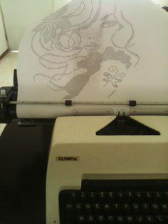 en mi blog podran ver mas fotos y videos de este dibujo y otros mas que he estado haciendo con mi maquina de escribir ...http://dibujoshechosamaquinadeescribir.blogspot.mx/