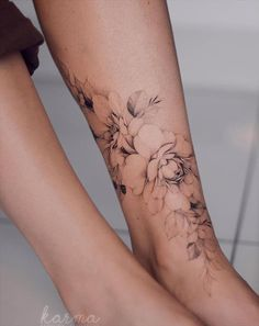 50 beautiful foot tattoos for fashion woman in summer - Latest Fashion Trends For Woman Faded Tattoo, Cover Tattoo, Lion Tattoo, Calf Tattoos For Women, Cover Up Tattoos For Women, Cover Up Back Tattoos, Side Tattoos Women, Lower Belly Tattoos, Tattoo Designs