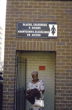 """Baños para uso exclusivo gente no blanca (""""Black, Coloreds & Asians"""") 1986"""