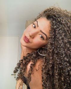hairstyles for 40 plus to curly hairstyles to medium curly hairstyles 2019 hairstyles at work hairstyles dry hair to easy curly hairstyles hair volume hairstyles Curly Wedding Hair, Long Curly Hair, Curly Girl, Curly Nikki, Uk Hairstyles, Pretty Hairstyles, Braided Hairstyles, Medium Hair Styles, Curly Hair Styles