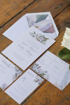 Chic wedding invitation idea; photo: Vitalic Photo