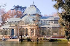 The famous Crystal Palace, found in Parque del Retiro, #Madrid.