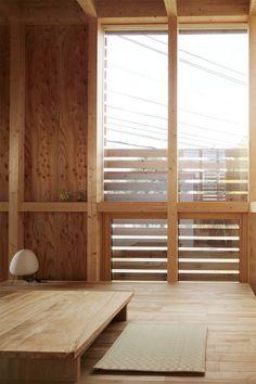 スタジオ・シンフォニカ有限会社 の ミニマルな リビングルーム ミニマリストの家 中に板を貼ると、こういうイメージ?!