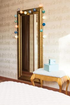 Un dormitorio coqueto para niña por Edyta Decoración · A cozy bedroom in white & gold by Edyta - Vintage & Chic. Pequeñas historias de decoración · Vintage & Chic. Pequeñas historias de decoración · Blog decoración. Vintage. DIY. Ideas para decorar tu casa