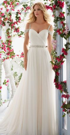 Mori Lee beach wedding dress - Deer Pearl Flowers / http://www.deerpearlflowers.com/wedding-dress-inspiration/mori-lee-beach-wedding-dress/