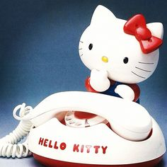 Ring ring! Hello? It's a retro Hello Kitty telephone!