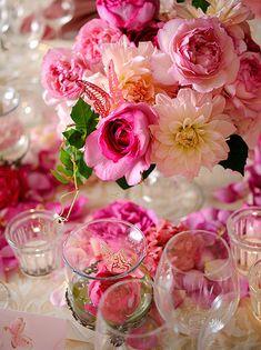 00dca314f04b9  ウェディング ピンクのおしゃれなテーブルコーディネート・装花集 結婚式  - NAVER まとめ