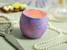 Make a glass votive unique with an embossed polymer clay wrap Polymer Clay Magnet, Clay Magnets, Polymer Clay Projects, Polymer Clay Creations, Christmas Clay, Clay Bowl, Play Clay, Crafts Beautiful, Glass Votive